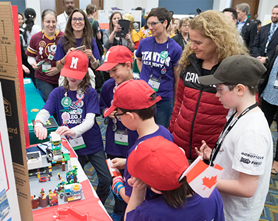 Gov. Gen. Payette greets a Canadian FIRST LEGO League Jr. team at the FIRST Championship. (Photo credit: Sgt Johanie Maheu, Rideau Hall (2018))